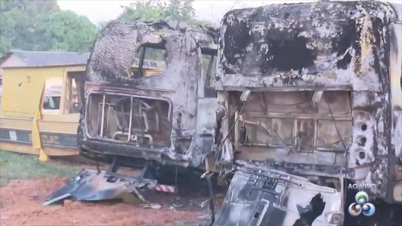 Ataques criminosos continuam no interior do Acre com três ônibus escolar incendiados