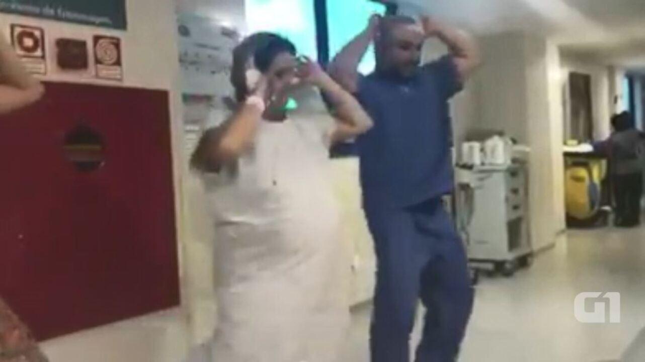 Grávida dança 'Despacito' com obstetra momentos antes de dar à luz
