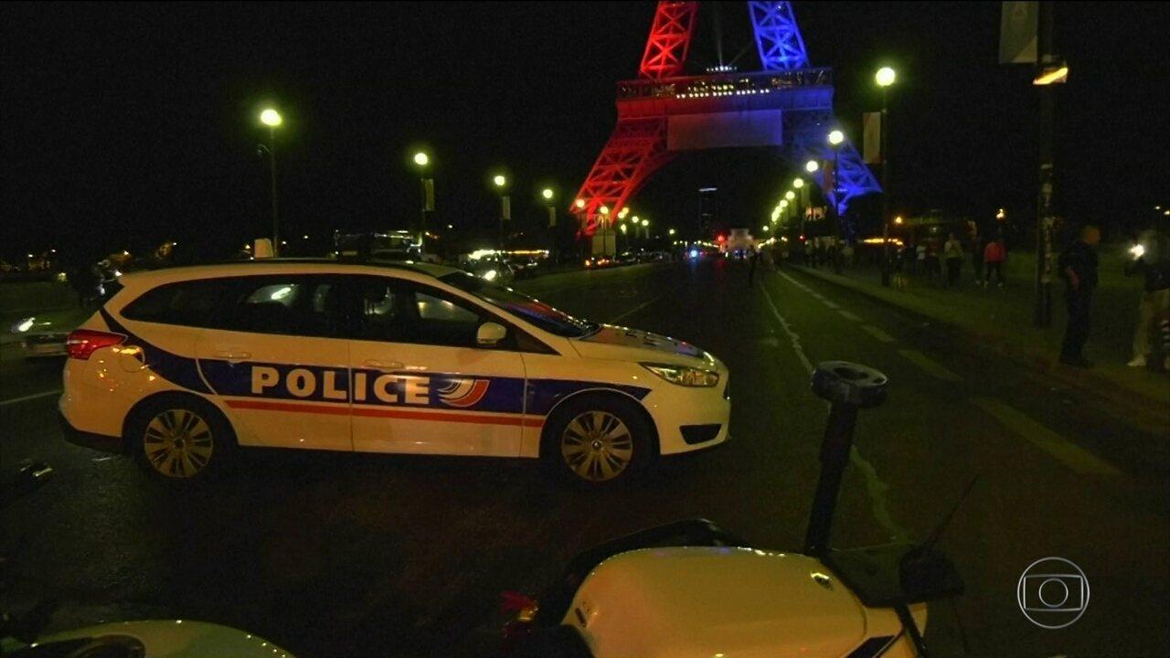 Homem atropela patrulha antiterrorista e fere seis em Paris