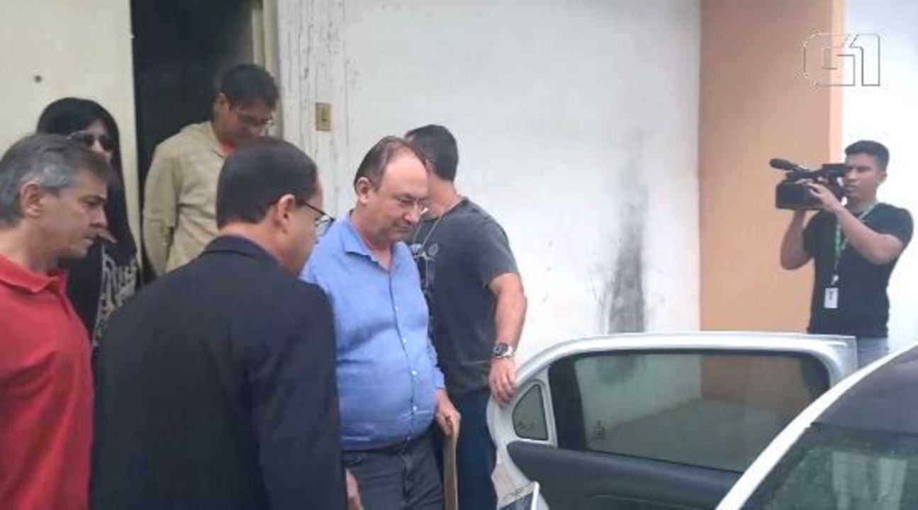 Ex-prefeito de São Gonçalo Neilton Mulin deixa delegacia de Maricá