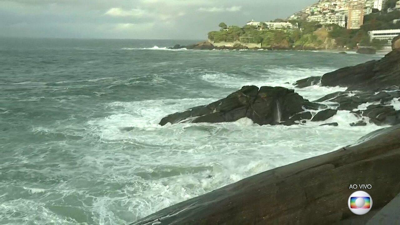 Ressaca no Rio eleva ondas