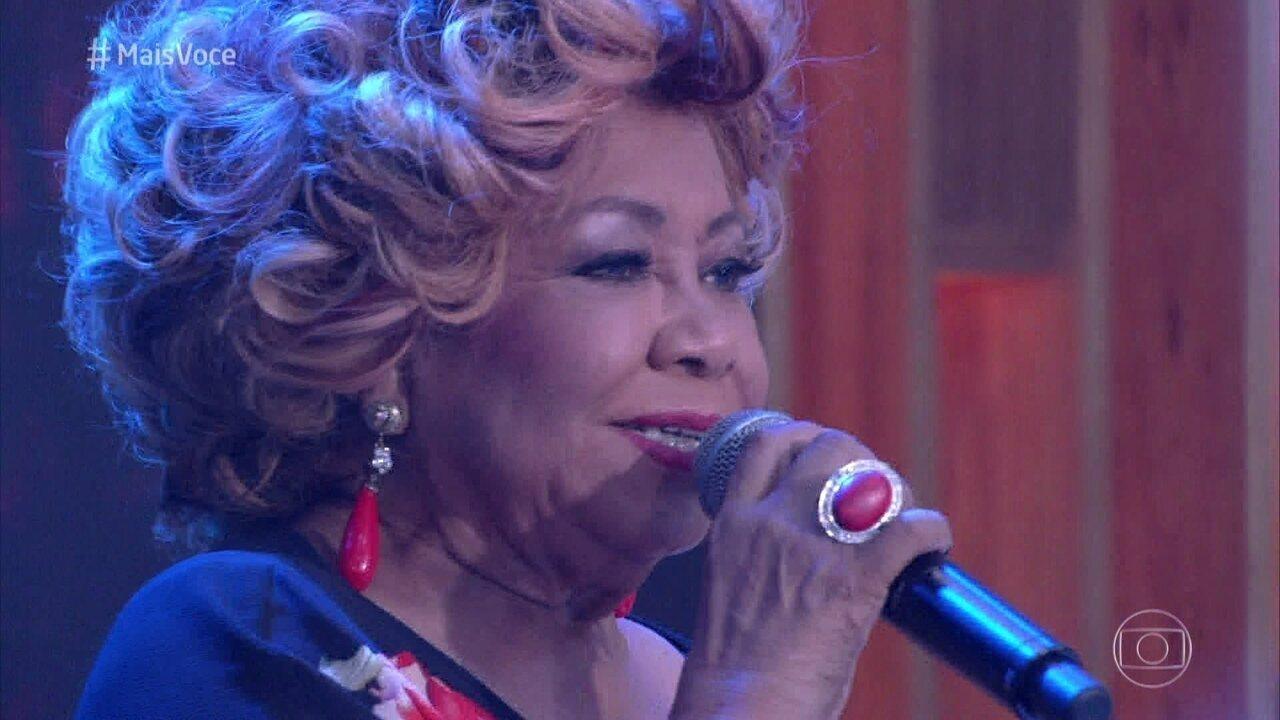 Alcione canta sucesso 'Olha'