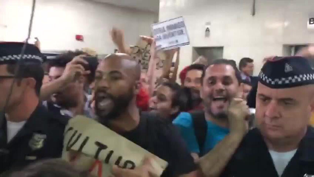 Estudantes deixa a ocupação da Câmara de Vereadores de São Paulo