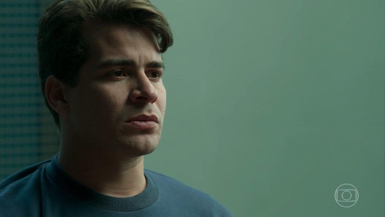 Júlio acusa Antônia de ter se aproximado apenas para investigá-lo