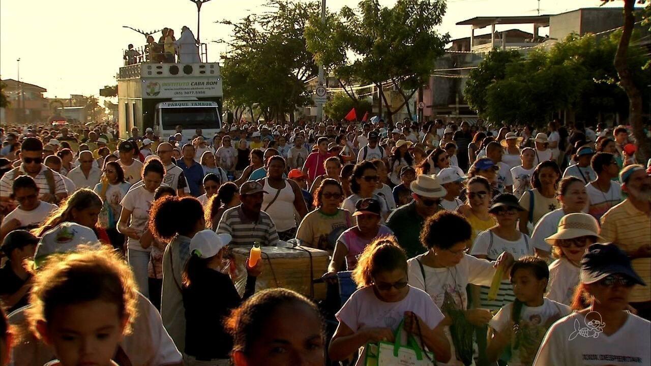 Fiéis se reúnem em caminhada para homenagear Nossa Senhora da Assunção