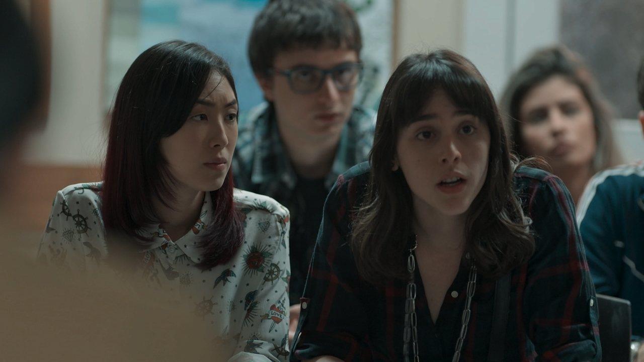 Malhação - Viva a Diferença - Capítulo de quarta-feira, 16/08/2017, na íntegra - Lica concorda com a permanência de Edgar na reunião, e todos se surpreendem. Fio reclama da rigidez das aulas de Ellen. Mitsuko e Malu ironizam o motivo de os alunos estarem na reunião. Bóris e Marta apoiam que Lica se pronuncie pelos colegas. Lica faz uma proposta aos pais, mas Mitsuko discorda. Mitsuko pede para conversar com Tina. Keyla decide deixar Tonico na creche. Tato teme encontrar Keyla