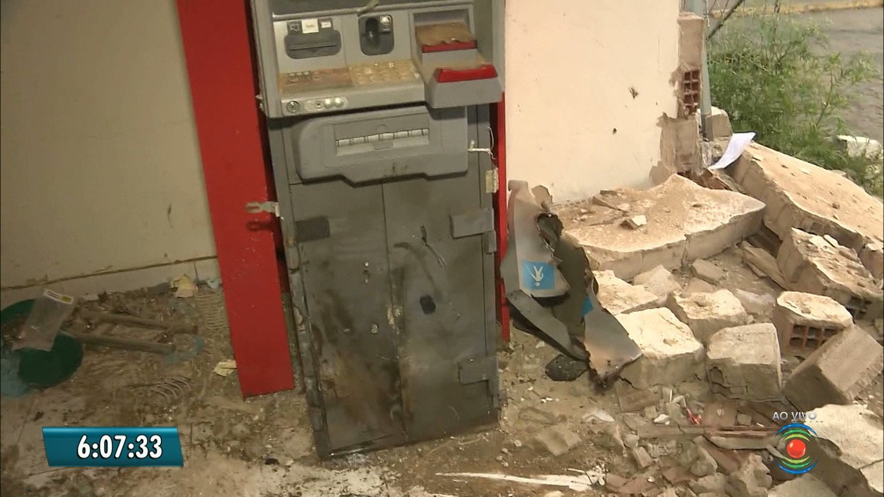 Grupo explode caixa eletrônico em frente a secretaria de saúde de Campina Grande