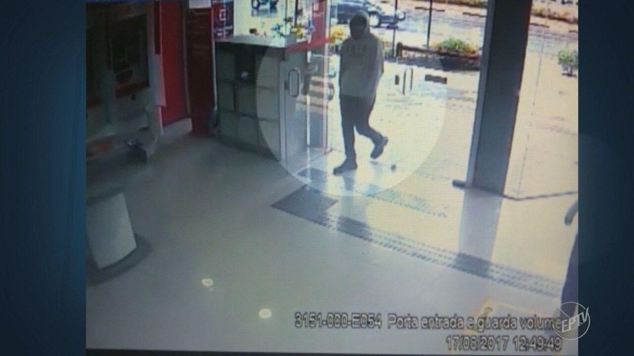 Imagens das câmeras de segurança mostram ação de bandidos em banco na Avenida Norte-Sul