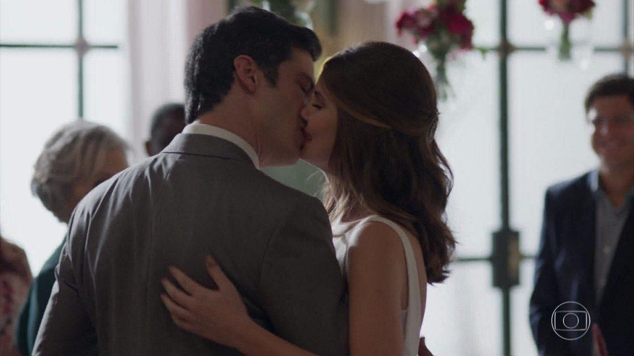 Eric e Luíza se casam