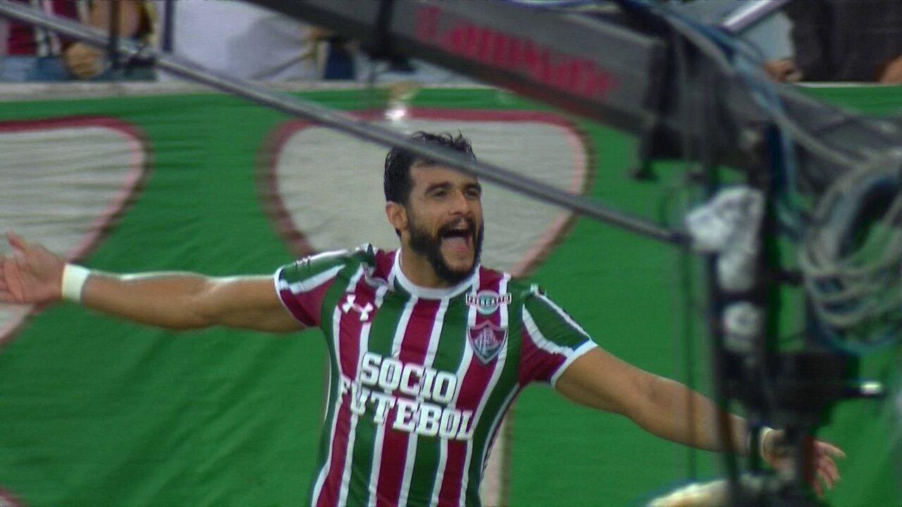 Gol do Fluminense! Henrique Dourado cabeceia no segundo poste e faz o primeiro da partida aos 37' do 1º T