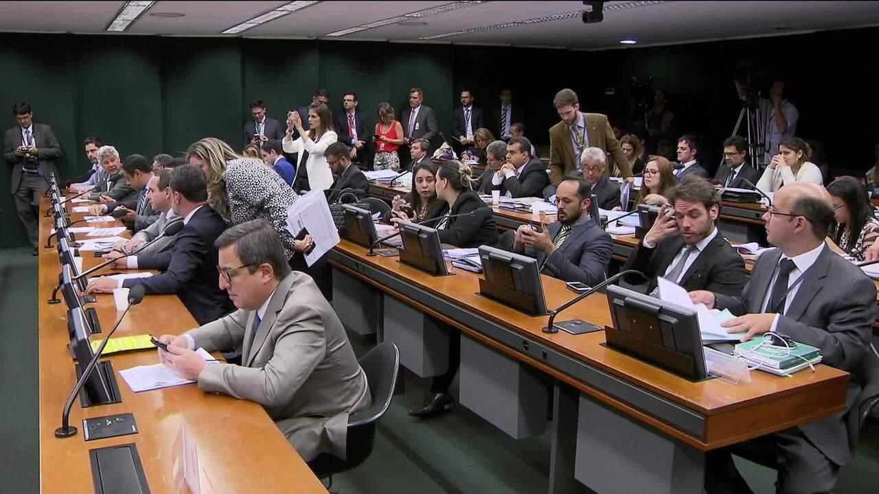 Comissão da Câmara aprova fim das coligações e estabelece cláusula de barreira