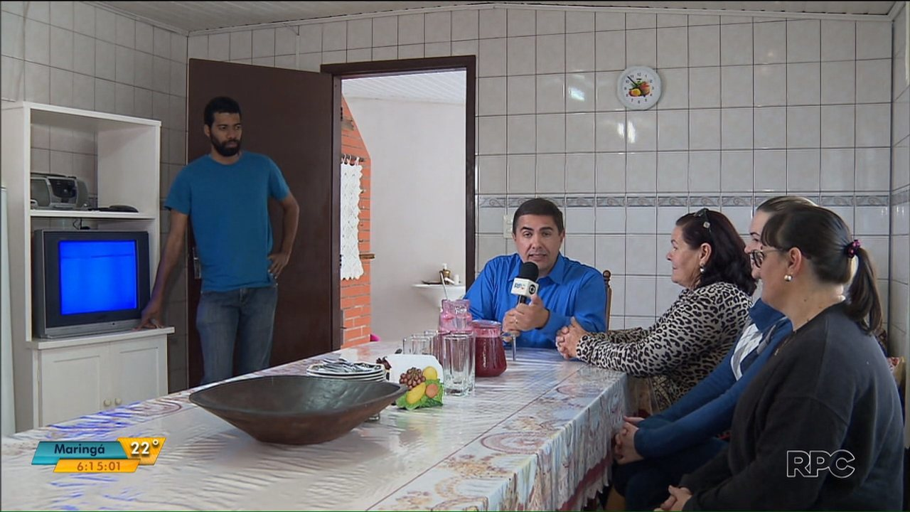 Confira a visita do Jasson à casa da dona Inês