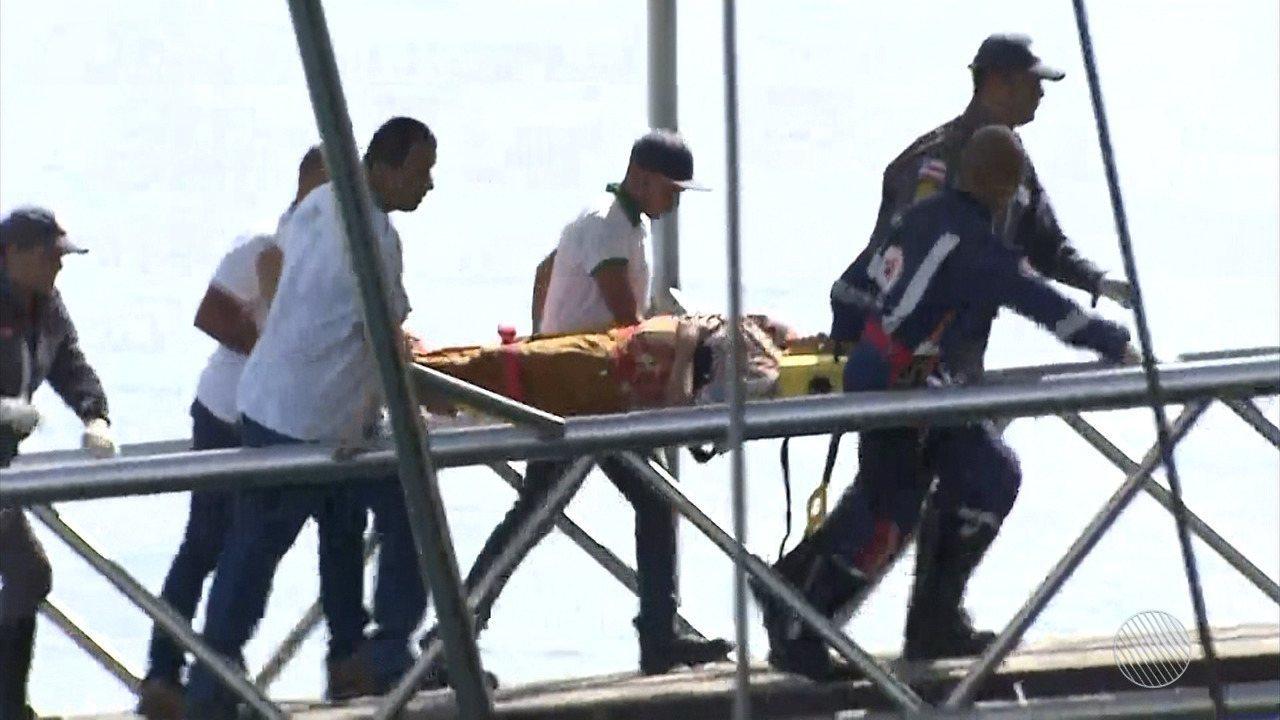 Vítimas de naufrágio com 130 pessoas começam a chegar na capital