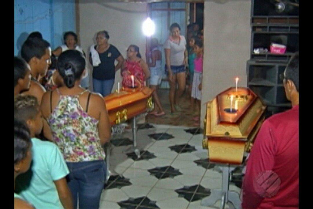 Corpos de vítimas do naufrágio no rio Xingu começam a ser veladas, em Porto de Moz