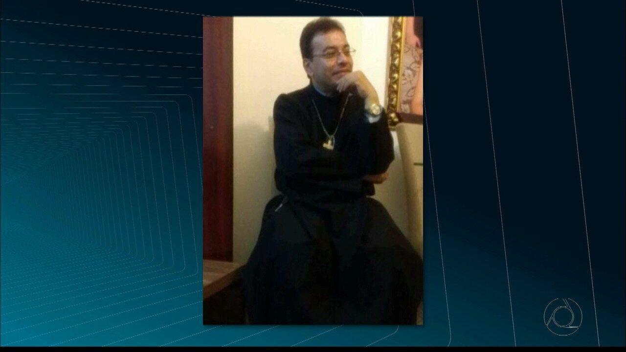 Padre é encontrado morto com quase 30 facadas em Borborema