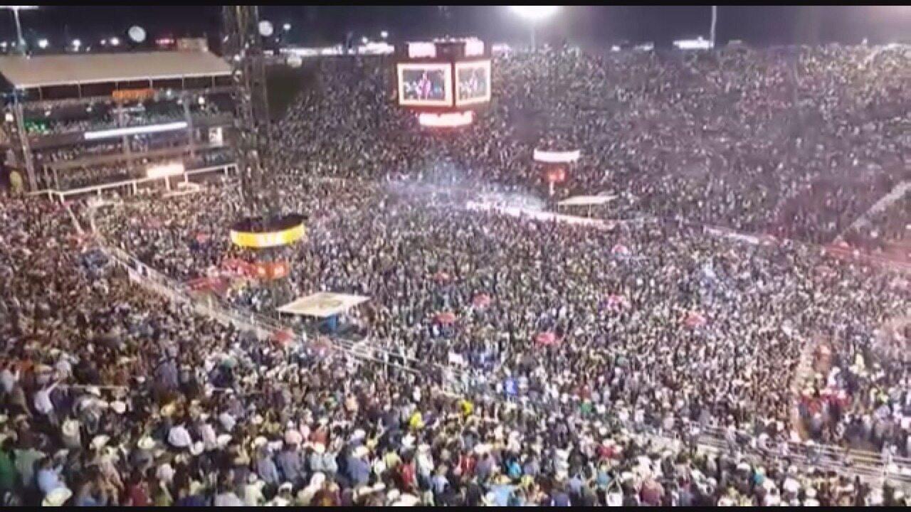 Jair Bolsonaro é alvo de vaias e aplausos na Arena da Festa de Barretos 2017