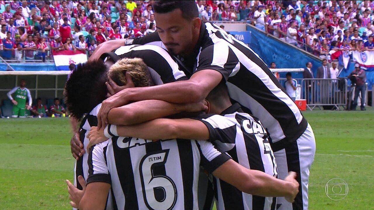 Gol do Botafogo! Pimpão Cruza na área e Róger cabeceia por cima do goleiro aos 12' do 1º