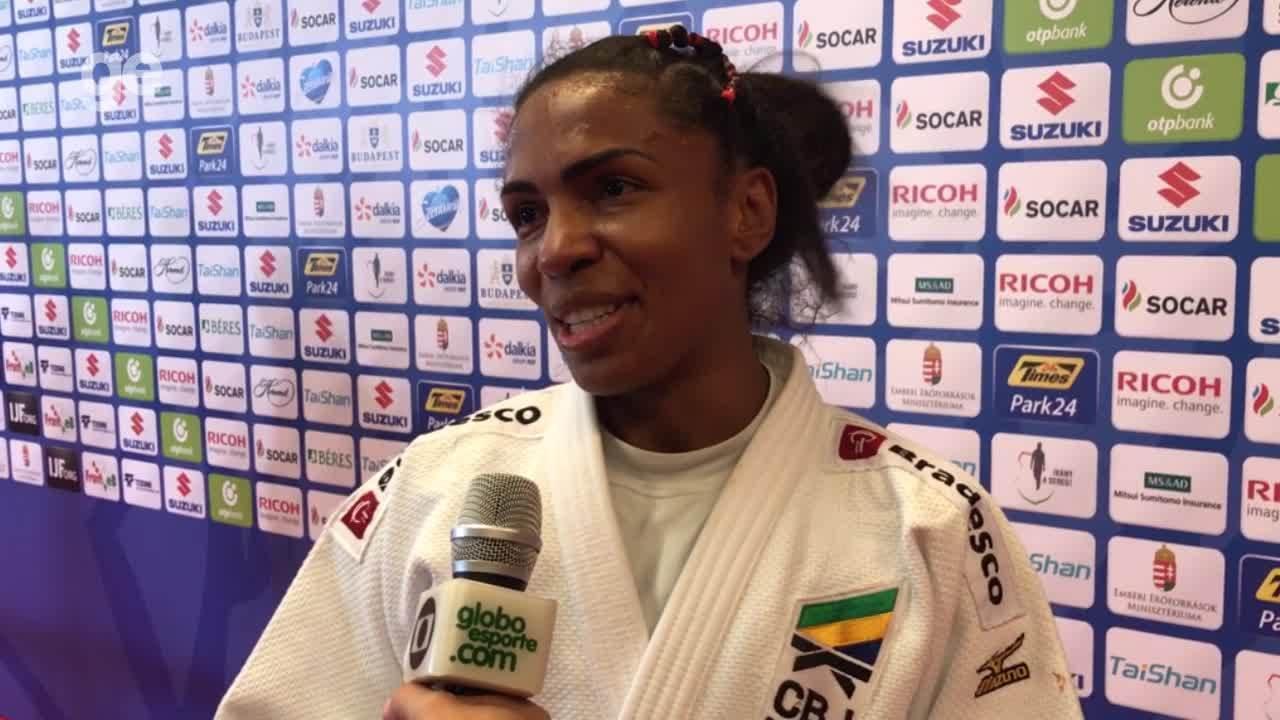 Érika Miranda celebra medalha de bronze no judô no Mundial