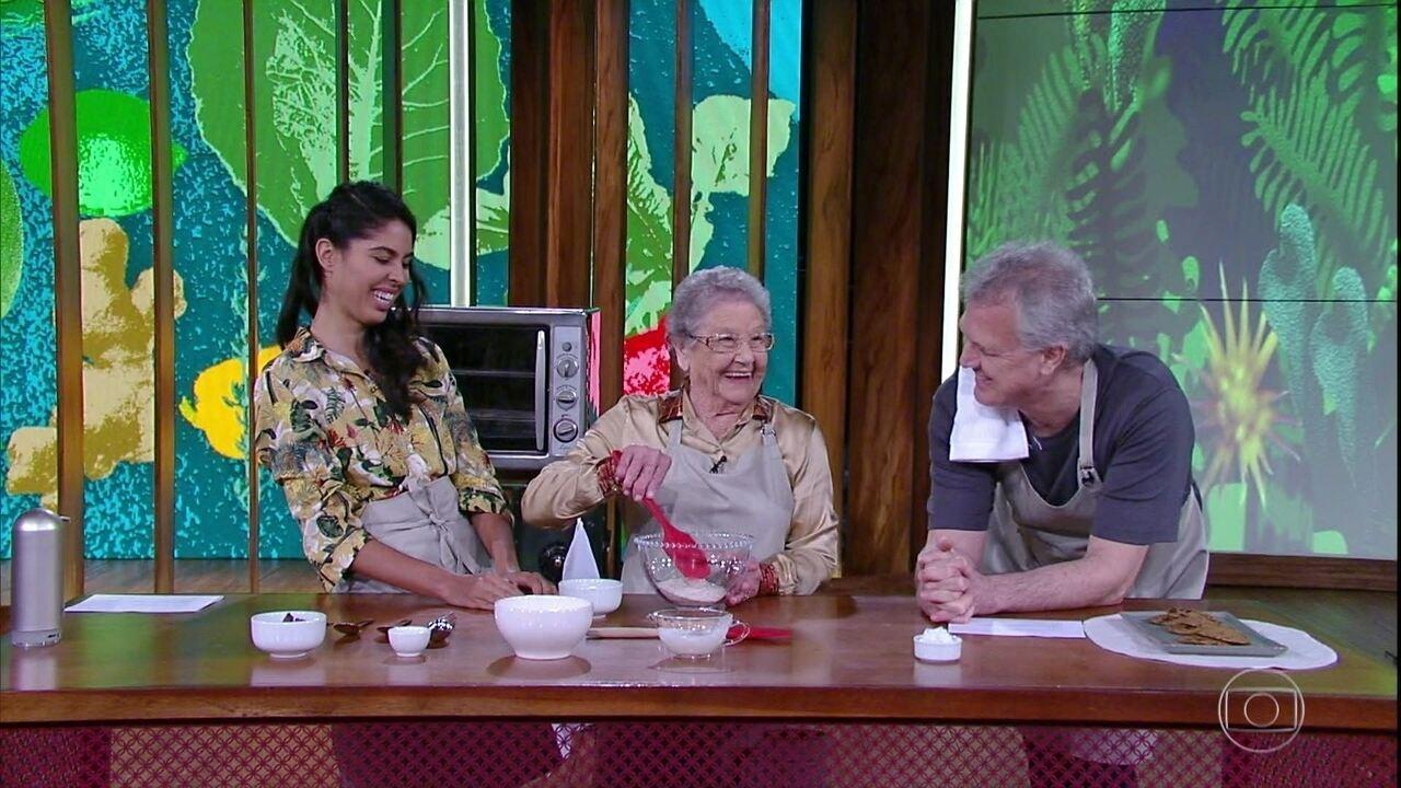 Bela Gil e Palmirinha Onofre preparam um prato juntas