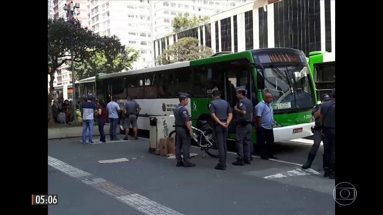 Mulher reage e grita após sofrer assédio sexual dentro de ônibus em SP