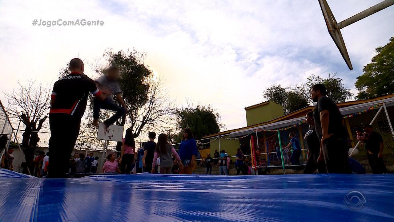 Joga com a gente: dia de ginástica artística num abrigo para crianças e adolescentes