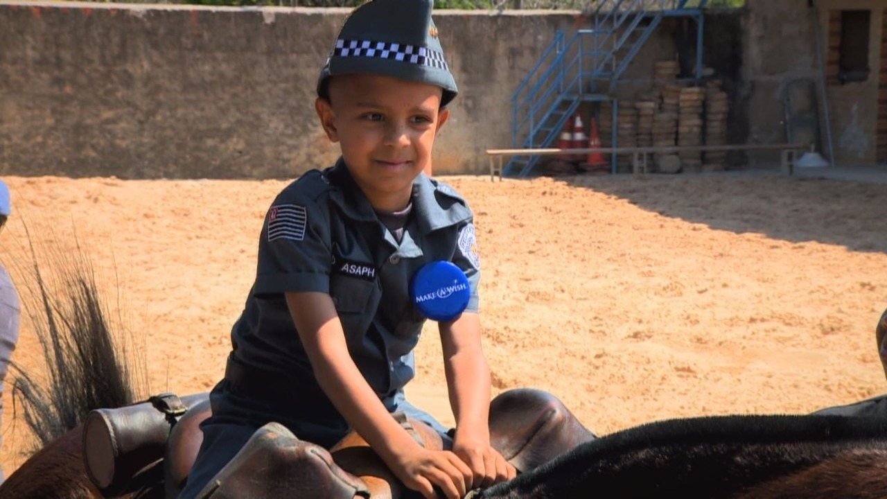 Policiais realizam sonho de menino que trata tumor cerebral em Campinas