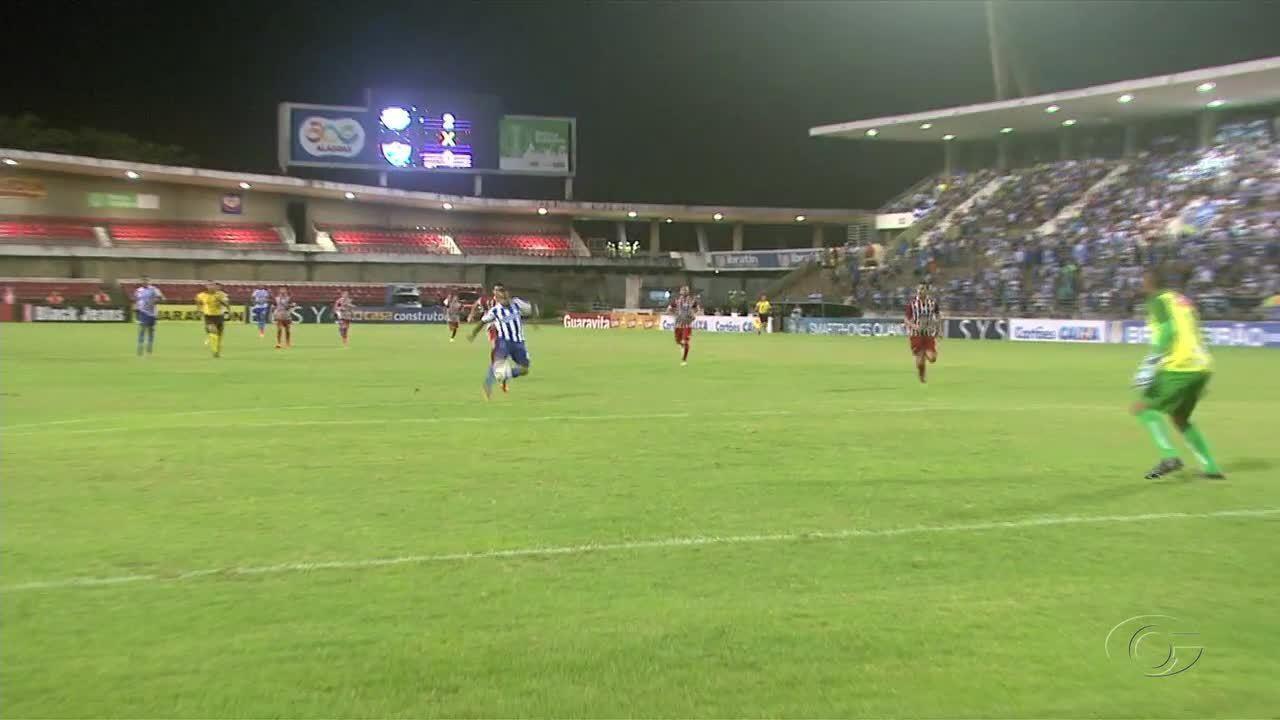 CSA vence o Salgueiro por 2 a 0 no Estádio Rei Pelé, em Maceió