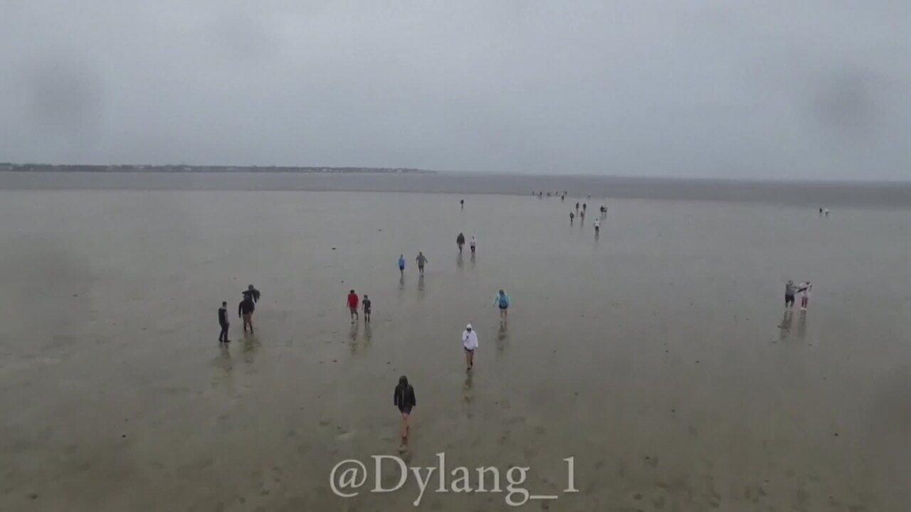 Água some de praia em Tampa (EUA) antes do furacão Irma