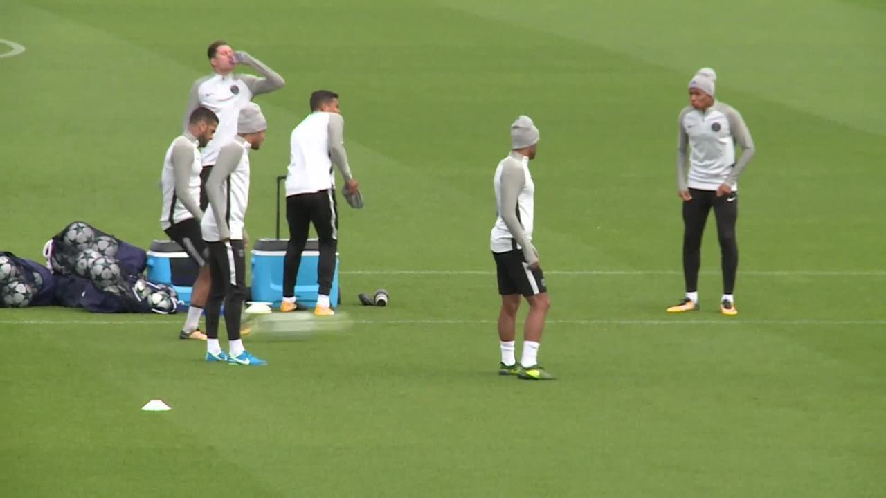 Paris St Germain treina antes do confronto contra o Celtic pela Liga dos Campeões