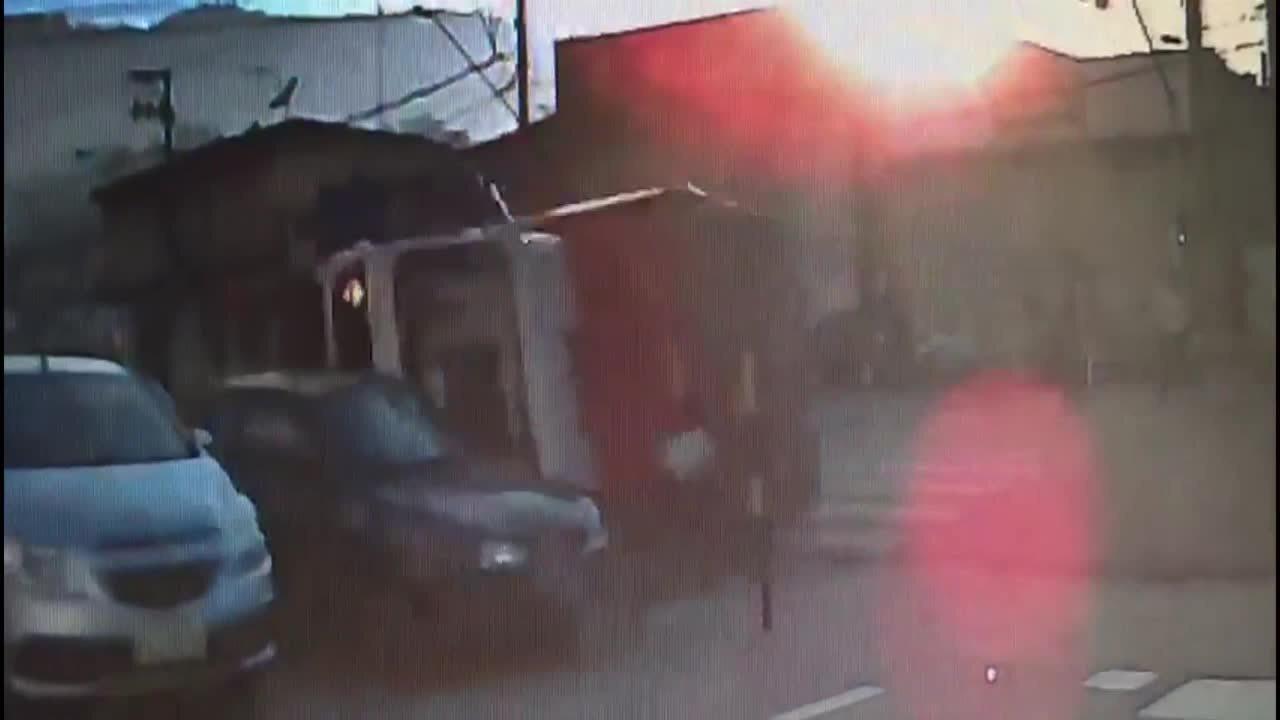 Vídeo mostra caminhão com bebidas atropelando menina que ia para a escola em SP