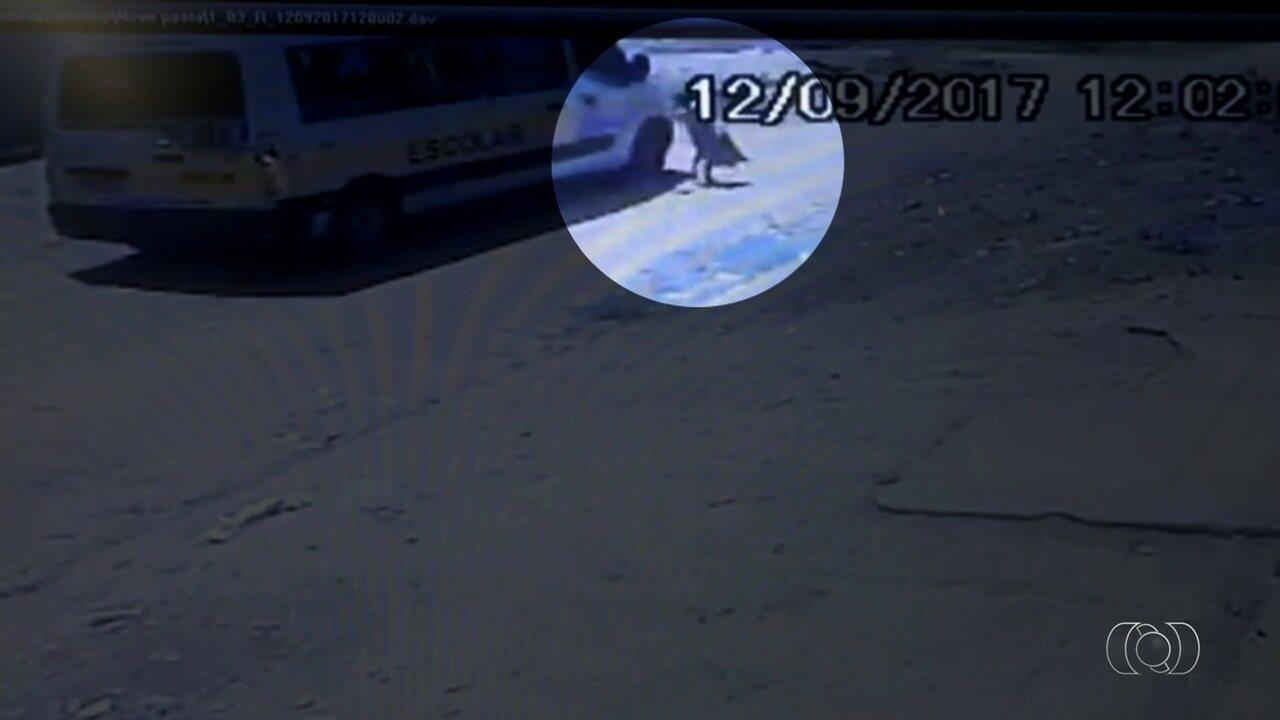 Criança é atropelada pela van escolar que a deixava em casa em Aparecida de Goiânia