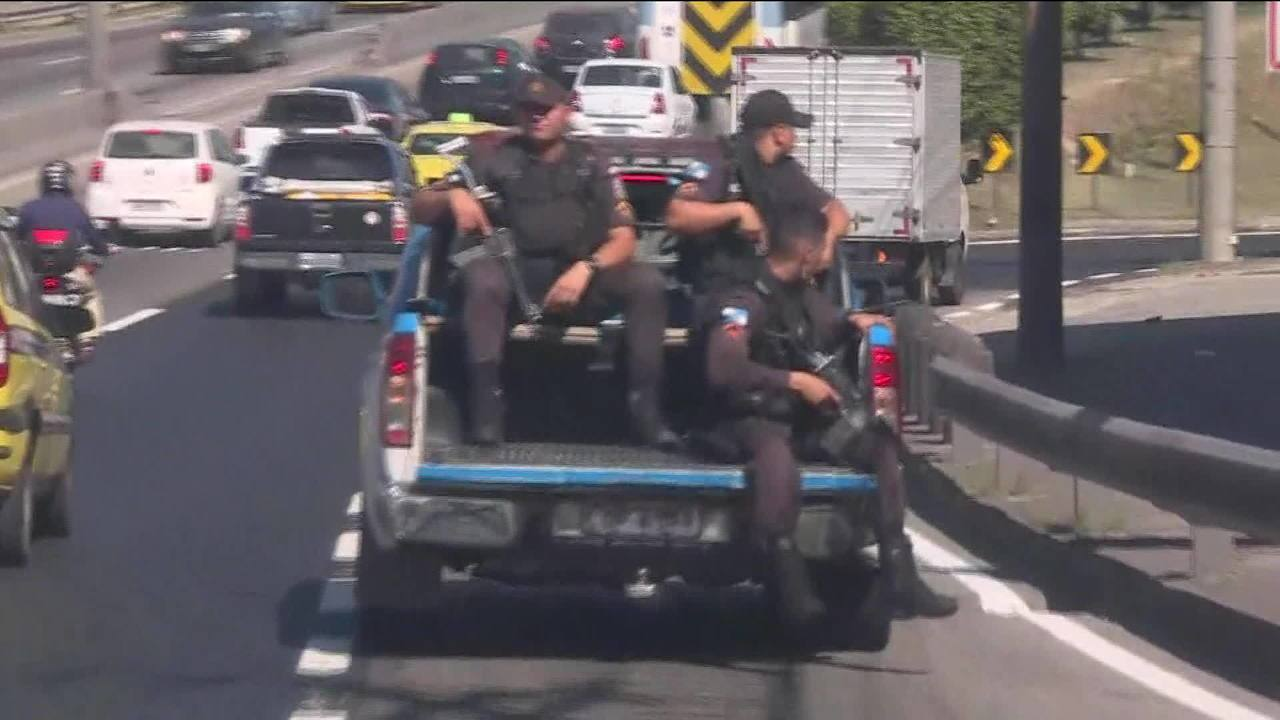 Mais de 50 pessoas são presas em operação contra o tráfico de drogas no RJ