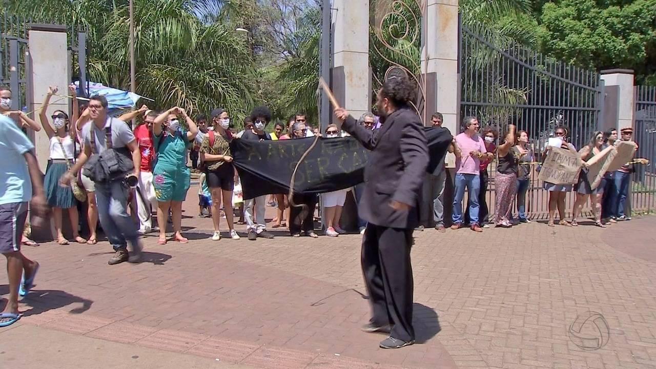 Artistas protestam contra apreensão de obra de arte exposta em museu de Campo Grande