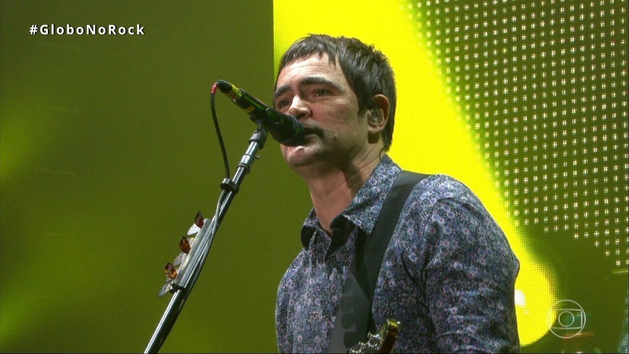 Público canta junto com Skank 'É Uma Partida de Futebol' no Rock in Rio 2017