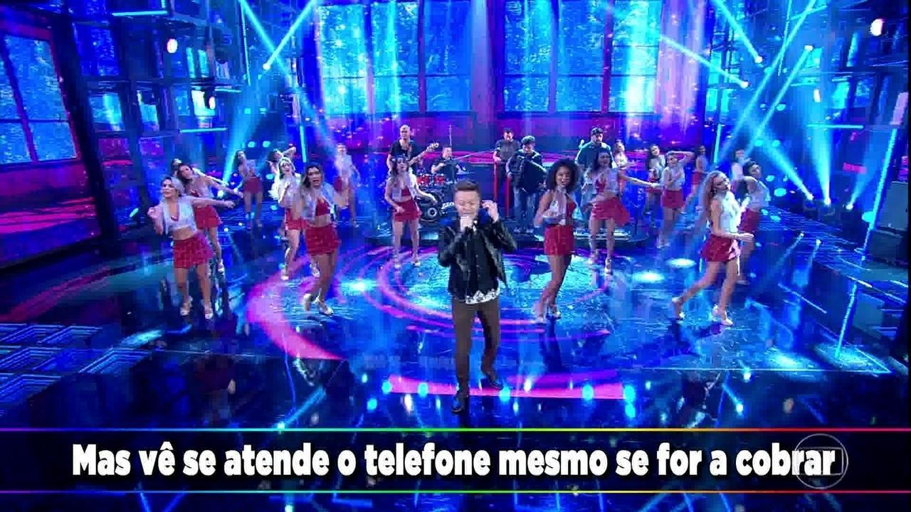Michel Teló levanta a plateia com seu sertanejo