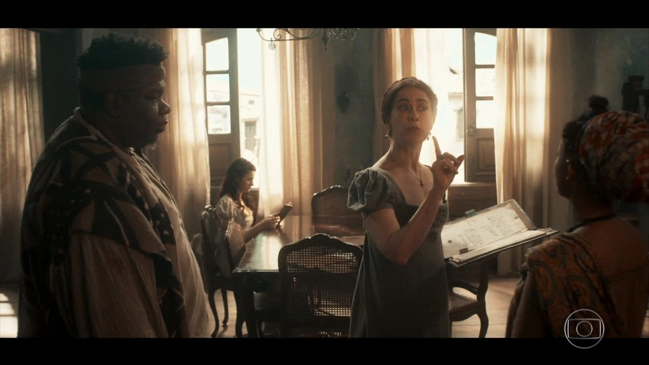 Maria Teresa prepara a casa para receber a família do pretendente de Catarina