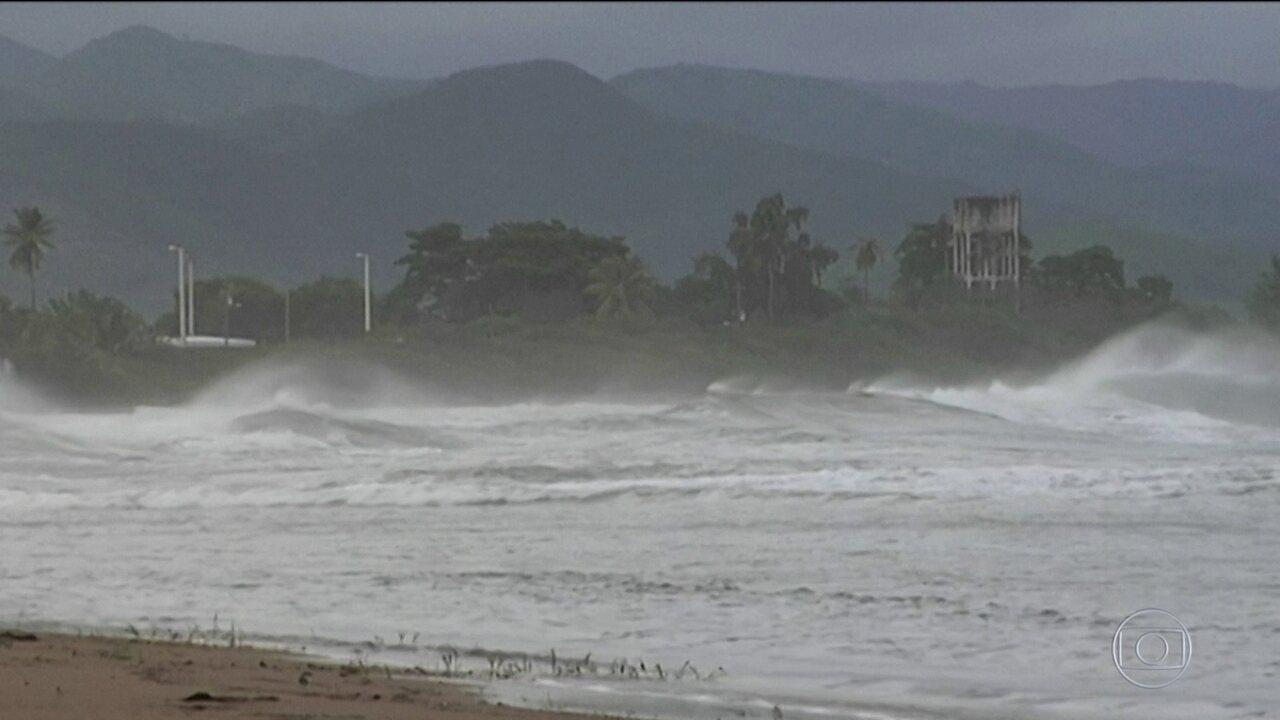 Furacão Maria perde força e avança pelo Caribe com ventos de 250 km/h