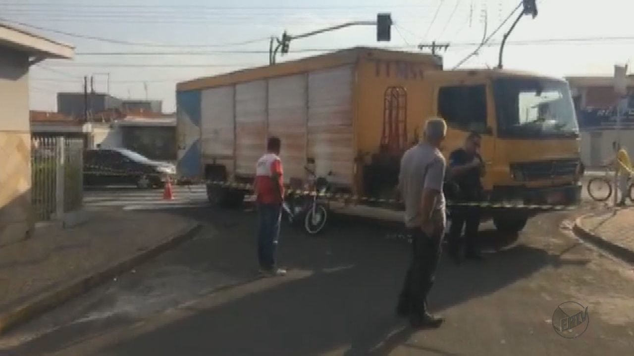 Mulher morre após colidir com caminhão em Rio Claro