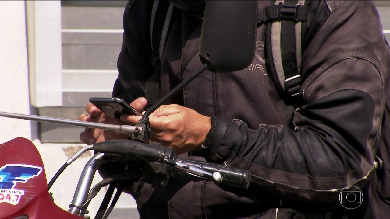 Usar celular na direção é terceira causa de mortes no trânsito do Brasil