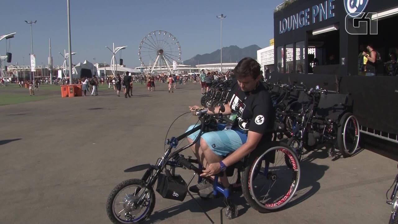 Resultado de imagem para Cadeirantes utilizam triciclo motorizados gratuito para percorrer a Cidade do Rock