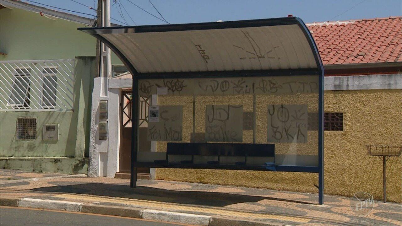 Bairro de Campinas tem pontos de ônibus sem estrutura e outro em que transporte não passa