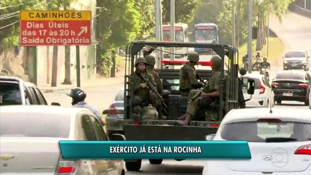 Carro do Exército já circula perto da região da Rocinha