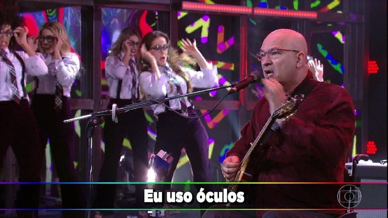 Paralamas do Sucesso cantam 'Óculos'