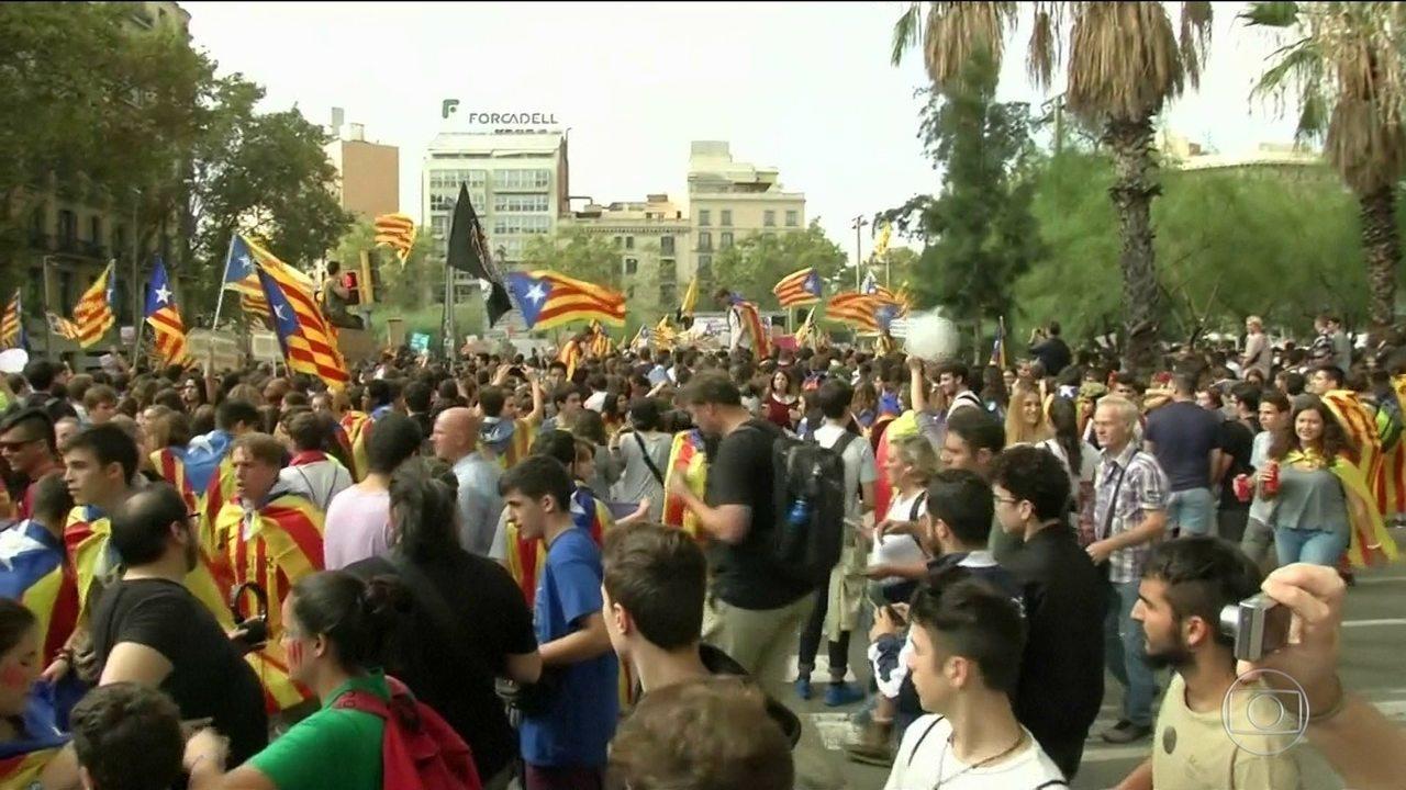 Estudantes marcham em Barcelona pela independência da Catalunha