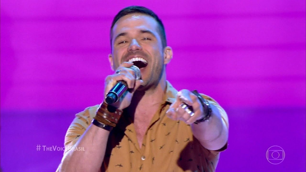 Sérgio Dalcin canta