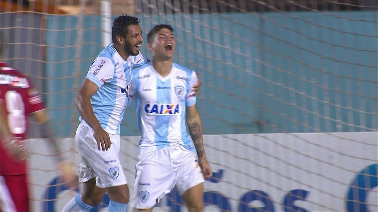 Gol do Londrina! Ayrton arranca do meio, invade a área e amplia, aos 16' do 2º tempo