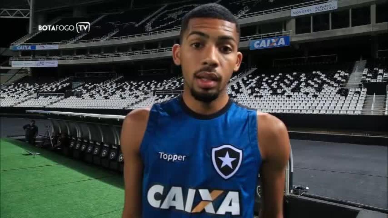Jogadores do Botafogo enviam mensagem de apoio para torcedora