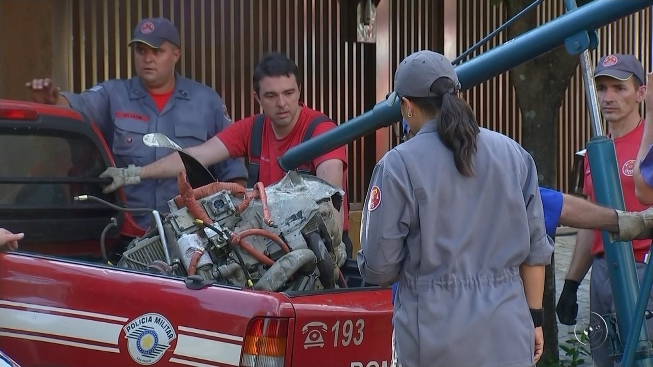 Cenipa retira peças de avião que caiu no quintal de casa e matou três pessoas em Rio Preto