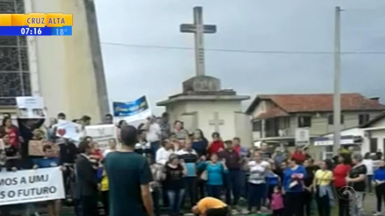 Em pedido de paz, moradores de Capela de Santana fazem caminhada