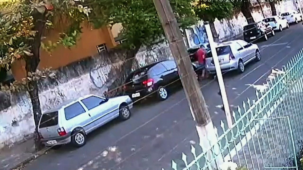 Câmera flagra três roubos de carros em menos de 24 horas em Fortaleza